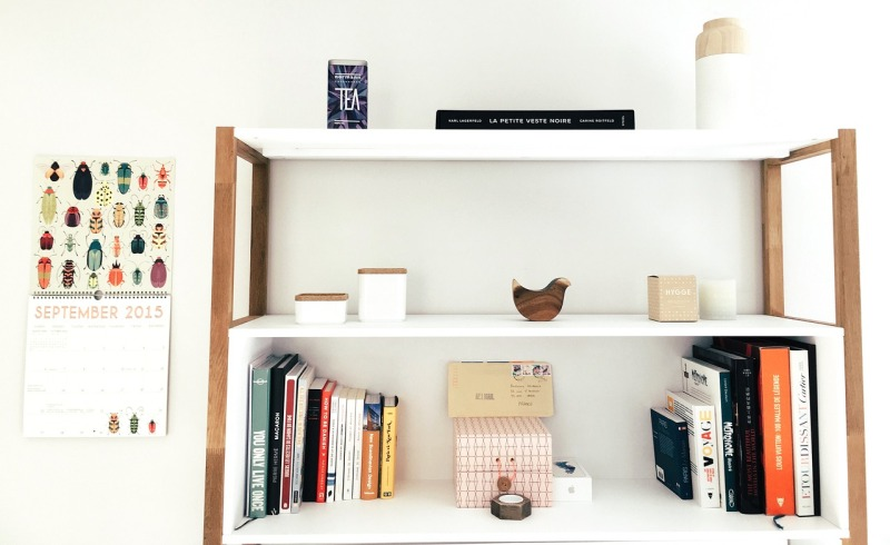 Decluttered bookshelf